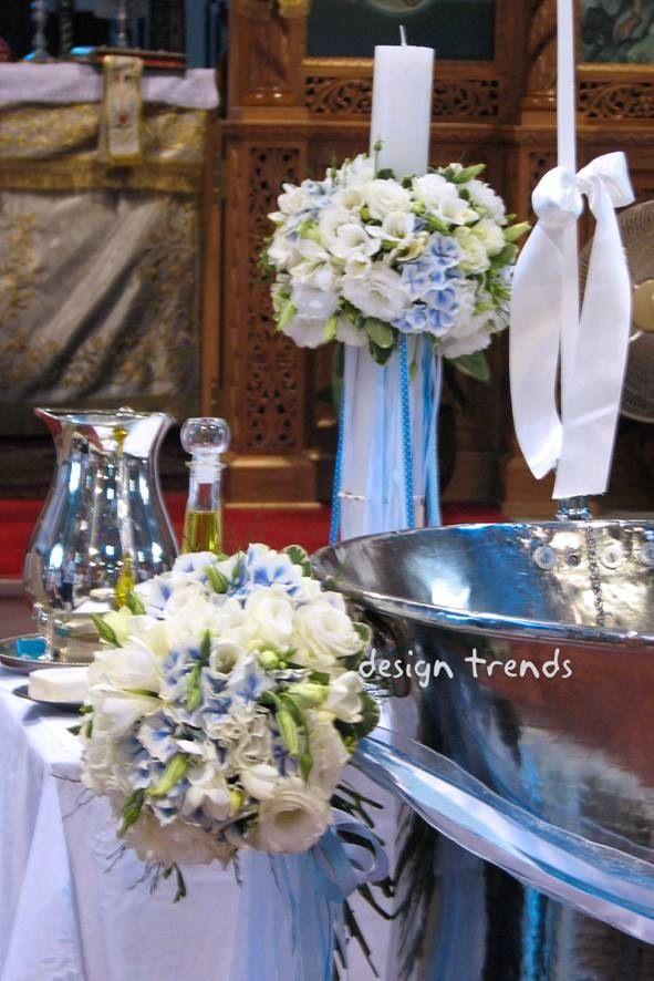 White and a touch of blue for the christening of a baby boy. White and blue hydrangeas, white freesias. Ασπρες και μπλε ορτανσίες, άσπρος λυσίανθος και άσπρες φρέζες για τα μπουκέτα της κολυμπήθρας και την λαμπάδα.