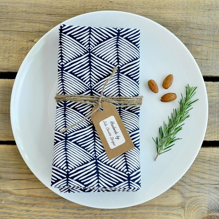 Gorgeous navy and white cloth napkin set! Perfect for that summer outdoor table setting.