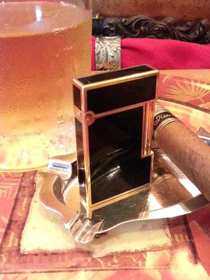 S  T  DUPONT LIGHTER   18 K Gold   Lacque de Chine Black   Formal Style   Expens 100 % AUTHENTIC  S. T. DUPONT LIGHTER LACQUER de CHINE BLACK AND 18 K GOLD PLATE TRIM  PLEASE SEE ALL PICTURES FOR CONDITION. ALL SALES ARE FINAL. THE LIGHTER HAS BEEN TESTED AND WORKS PERFECT !  10 STRIKES / 10 LIGHTS  HOLDS GAS NO ISSUES  LI...
