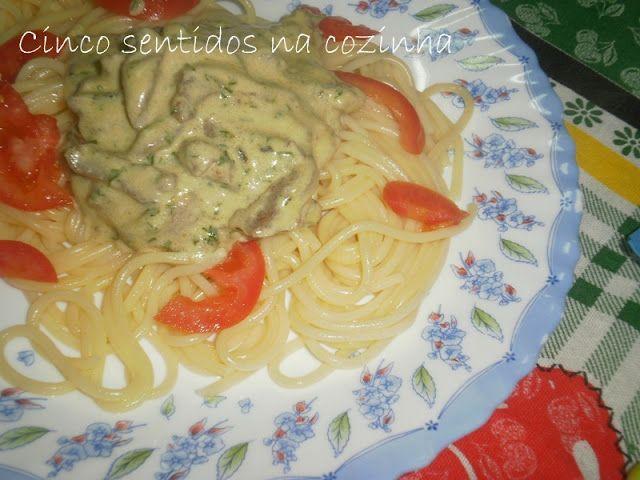 Cinco sentidos na cozinha: Bifinhos de frango em molho de coentros