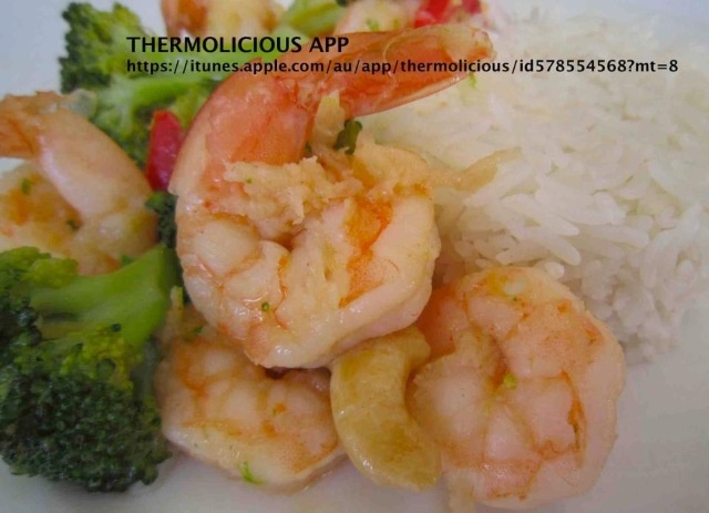Stir Fry Garlic Prawns with Vegetables & Rice. Download Thermolicious App from iTunes for this easy recipe and more tips! #Thermomix #Food #Healthy #Asian #Seafood