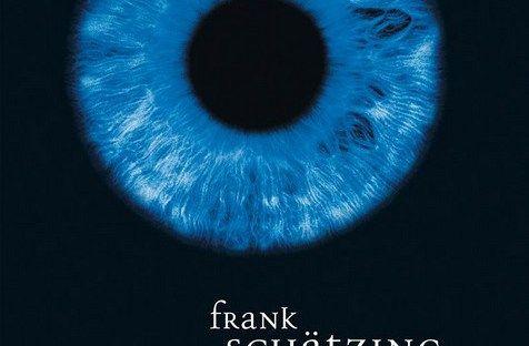 """DER SCHWARM VON FRANK SCHÄTZING Es gibt Autoren, von denen lese ich alle Bücher hintereinander weg. Hierzu gehören Sebastian Fitzek, Barbara Wood oder Dan Brown.  Dann gibt es Autoren, bei denen es ganz stark vom Thema abhängt. Hierzu gehört zum Beispiel Frank Schätzing. Als erstes habe ich von ihm """"Der Schwarm"""" gelesen. Mit dem Roman """"Lautlos"""" konnte ich mich jedoch gar nicht anfreunden. Kennt Ihr das wenn ihr ein Buch lest, aber überhaupt nicht abgeholt werdet? Danach habe ich mich bisher…"""