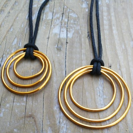 Gorgeous jewelry made from unexpected dollar store supplies: DIY Triple Circle Pendant Necklace