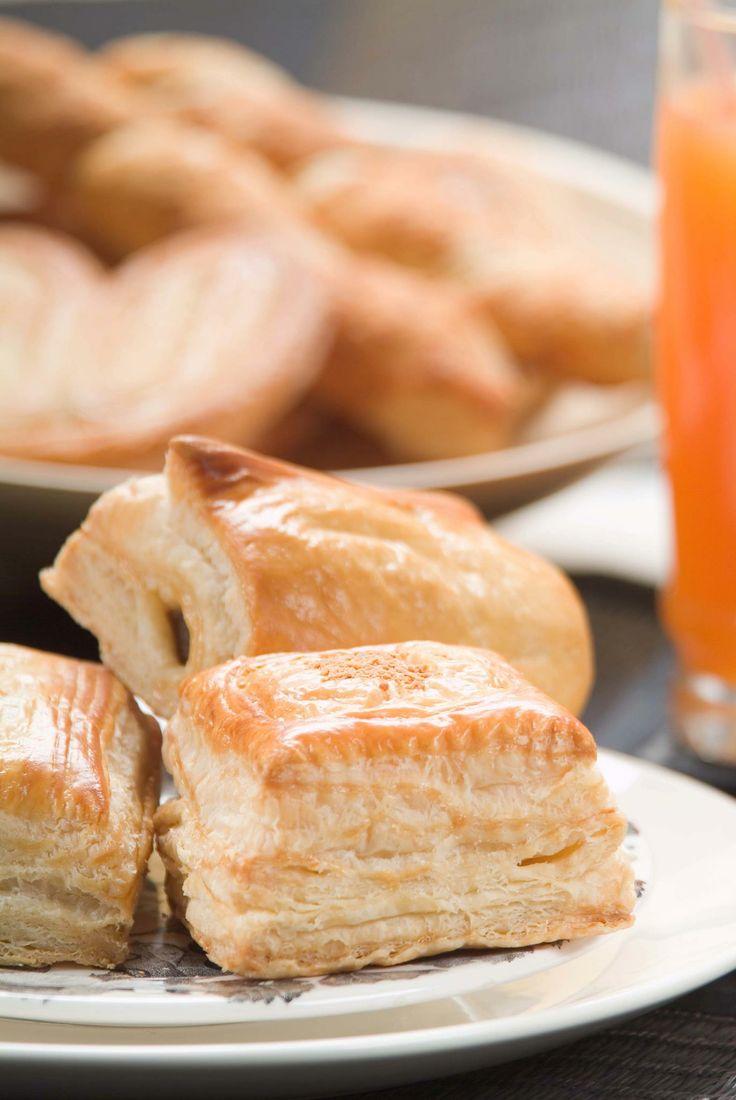"""Inicia la semana de la mejor forma disfrutando un delicioso """"PASTEL HOJALDRADO"""" de la #reposteriaastor  www.elastor.com.co"""
