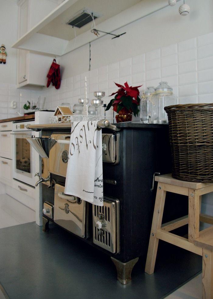 Tarja's Snowlandscandinavian home / scandinavian house / scandinavian kitchen / old stove /