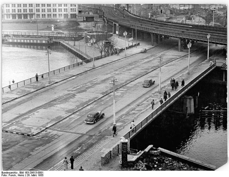 Blick auf die neuerrichtete Jannowitzbrücke (26. März 1955)