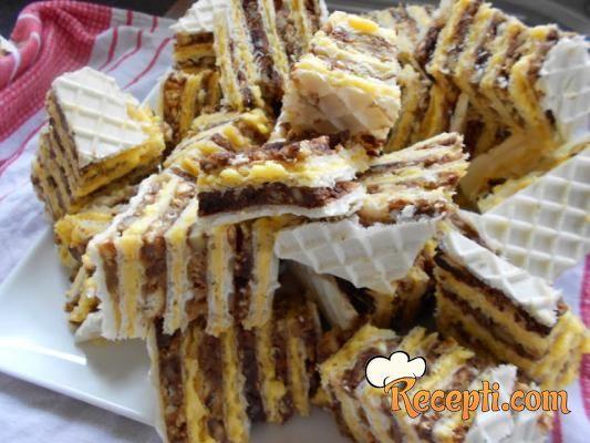 Recept za Oblande. Za spremanje kolača neophodno je pripremiti jaja, šećer, plazma keks, čokoladu, oblande, puter.