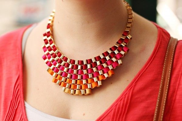 love this rainbow-hued ombre necklace. Would love To figure out how to make it.