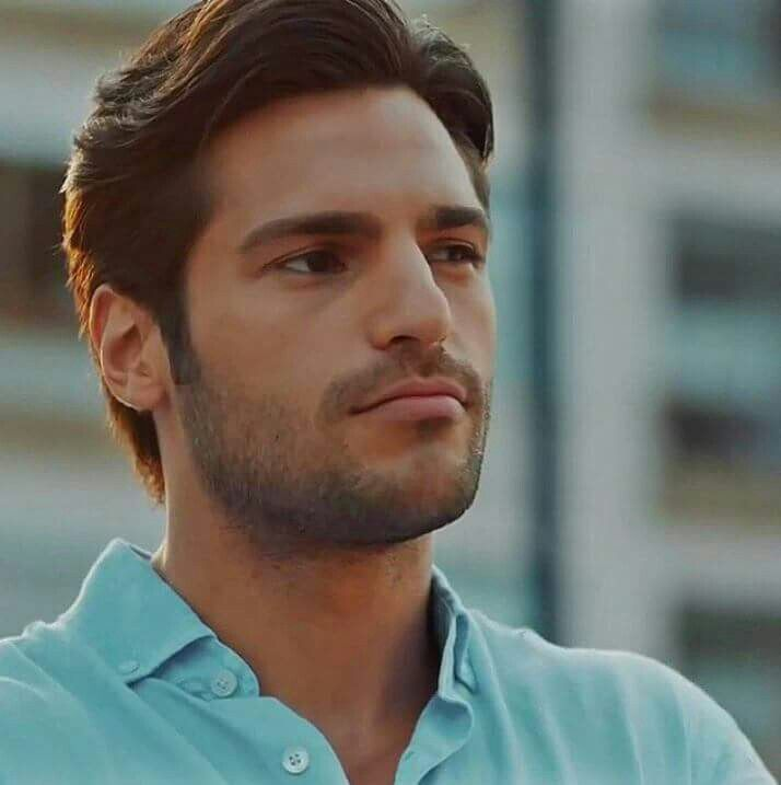 Ayaz from an early episode of kiraz mevsimi