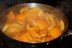 si on veut que çà sente bon dans la maison, faire bouillir des écorces d'orange avec une demi cuillière de cannelle à feu moyen