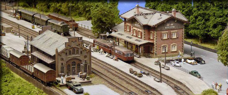 Manfred Rüger zeigt seine preisgekrönte Modellbahn im Maßstab 1.160. Eine großzügige Anlage in Spur N, mit 2-gleisiger Hauptstrecke und Nebenbahn.