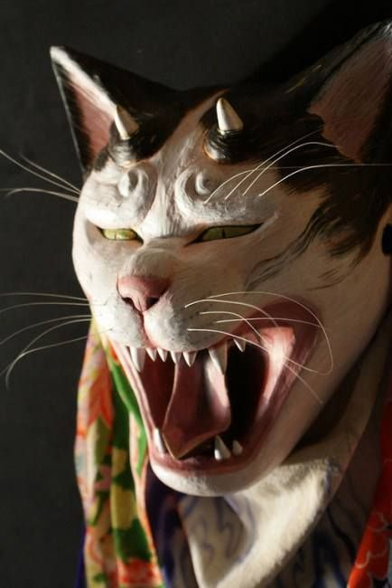 Both cute and a little frightening: gorgeously enchanting cat masks by Japanese artist Junko Koguchi http://mag.japaaan.com/archives/24366