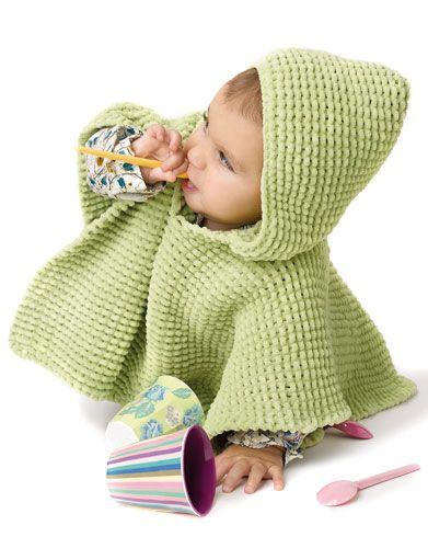 Met dit leuke breipatroon kun je een poncho breien voor baby. Dit gratis breipatroon is ideaal voor beginners. Voor dit patroon heb je 2 à 3 bollen nodig.