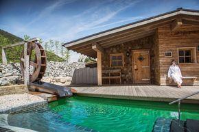 Gestresst? Diese Wellnesshotels in Bayern liegen wunderschön im Grünen und werden Dich in absolute Tiefenentspannung versetzen.