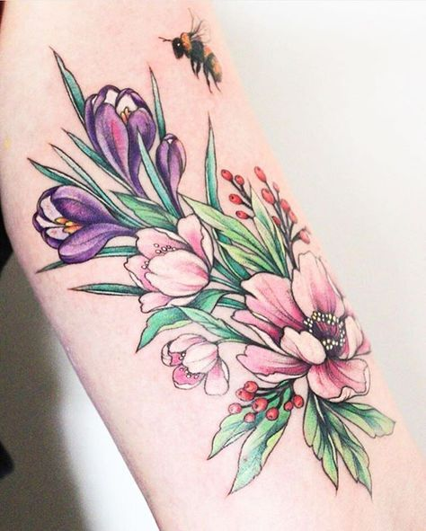 Ao se inspirar em animais e flores, a russa Olga Koroleva @olshery cria delicadas tatuagens botânicas coloridas. Link na bio pra ver o #TattooFriday da semana! Russian artist @olshery creates colourful and delicate botanical tattoos. Link in bio to see #TattooFriday! #tattoo #tatuagem #tatuagembotanica #tatuagensbotanicas #botanicaltattoo #olgakoroleva #inked #flowers #flores #floraltattoo #followthecolours