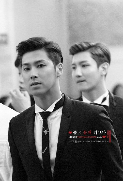 U-Know Yunho TVXQ so handsome....I see you back there Chang Min heeeey sexy lol