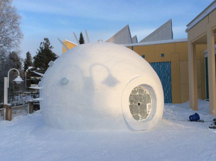 NAUTILO - snow installation made by Seppo Mäkinen, Kristiina Ljokkoi and Petri Kuljuntausta.  Checkpoint Leonardo -näyttely. Oulun taidemuseo and Maaseudun Sivistysliitto, Paikan tuntu -hanke.