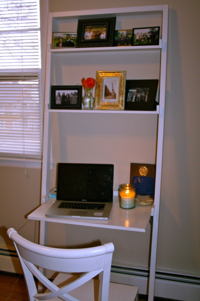 Bedroom desk - perfect for small spaces...LOVE this...wonder if my dad ...