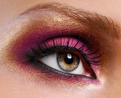 Ideas for pink eye make-up looks @ http://www.makeupstyleideas.com/cute-makeup-ideas-with-pink-eyeshadows/