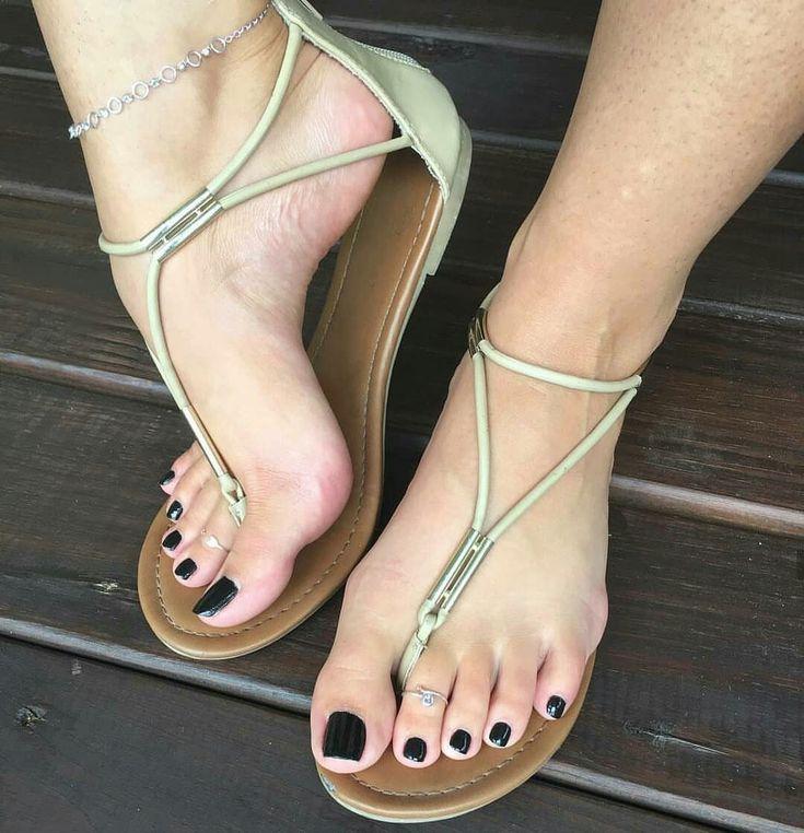 нарезки женских пальчиков ног