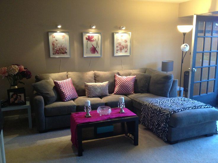 Small living room idea. Simone Sophia's home http://thehealthyselfmethod.com