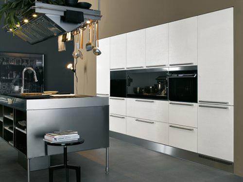 Modular Modern Kitchen by Arclinia #kitchen #design #modern #interiors
