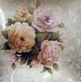 bandeja de cristal decorada con decoupage la flor es un motivo de servilleta pegado con cola para decoupage cuando seca papel de arroz pegad...