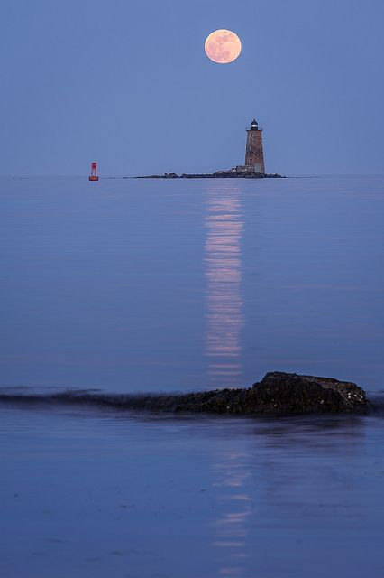 "May 2012 ""super moon"" rises over Whaleback Light as seen from New Castle Commons, NH.    By Rob Sylvan"