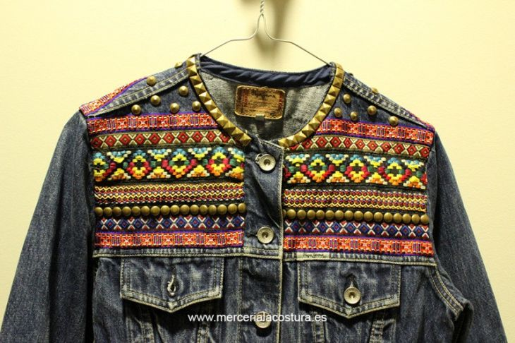 Декор джинсовки тесьмой