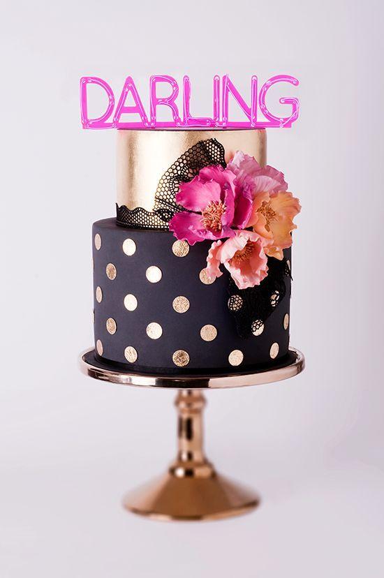 wedding cake / gâteau de mariage noir avec des poids dorés