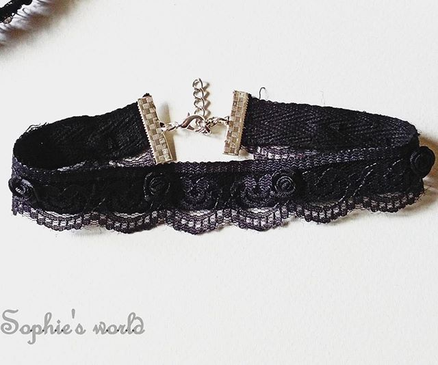 New!  gorgeous & statement choker  για να ξεχωριζετε!  Τσοκερ κολιέ γκρι σκούρο με δαντέλα κ τριανταφυλλακια  Love at first site   #chocker #necklace #lace #statement #roses #grey #instahandmade #loveit #gorgeous #handmade #fashionaccessories #unique #sophiesworld #getalocalifestyle #missbloomstyle #chokermania για πληροφορίες στην διάθεση σας