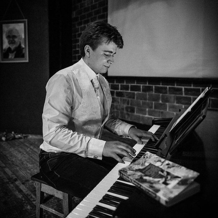 #ЭКСКЛЮЗИВ Теперь на сайте #PianoKafe вы можете приобрести #ноты композитора Фёдора Бирючева. Фёдор пишет прекрасную инструментальную музыку в стиле #неоклассика для #фортепиано и струнных инструментов. Заходите на его страничку на сайте: http://ift.tt/1UgFWWO  #федорбирючев #neo #neoclassics #скрипка #виолончель #пианино #композитор #piano #sheetmusic #music by pianokafe