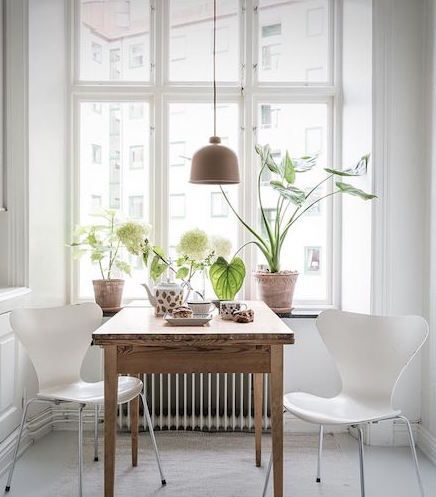 Fresh kitchen table look - via Coco Lapine Design blog