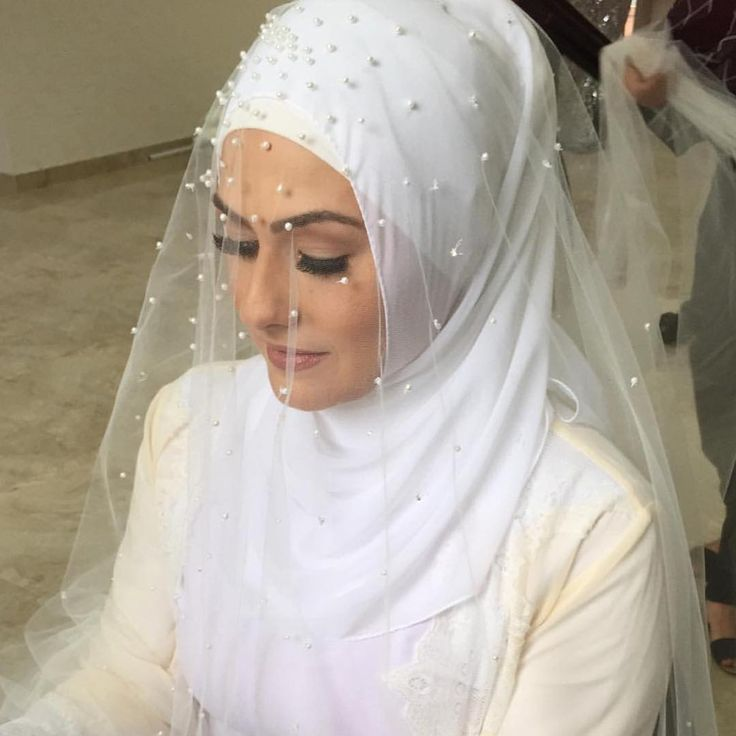 LOVE this veil!! Mashallah styling by @hijabsbyrasha #simply #elegant #thehijabbride #modestbride #modestfashion #muslimbride #muslimfashion