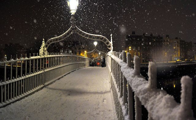 Ha'penny Bridge, Dublin #snow #Ireland