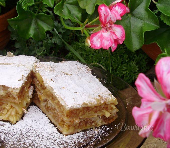 Voňavý jablčník s karamelovým pudingom • recept • bonvivani.sk