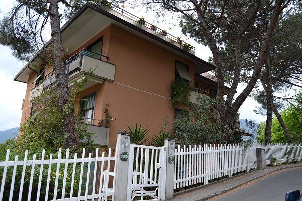 RAPALLO – RESIDENZA DEI PINI. Un bell'appartamento di circa 75 mq, con soggiorno con terrazzo che affaccia sulle colline, camera da letto di ampie dimensioni, bagno e cucina abitabile. http://www.rossomattone.eu/Rapallo_Rapallo_Vendita_Holidays_Via_Don_Minzoni-h133-m16-s24-p16.html?&conta_lista=0&metodo=DESC&ordina=