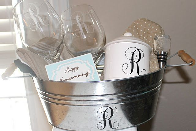 monograms with my cricut!Gift Baskets, Wedding Gift, Gift Ideas, Wine Glass, Monogram Gifts, Diy Monograms, Monograms Gift, Shower Gift, Housewarming Gifts
