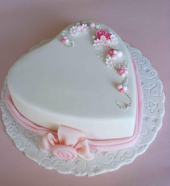 Heart cake.Un trabajo muy limpio, elegante y bello.