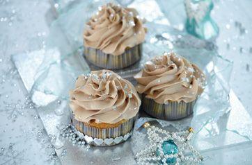 Søde cupcakes med appelsinsmag og nougatcreme på toppen
