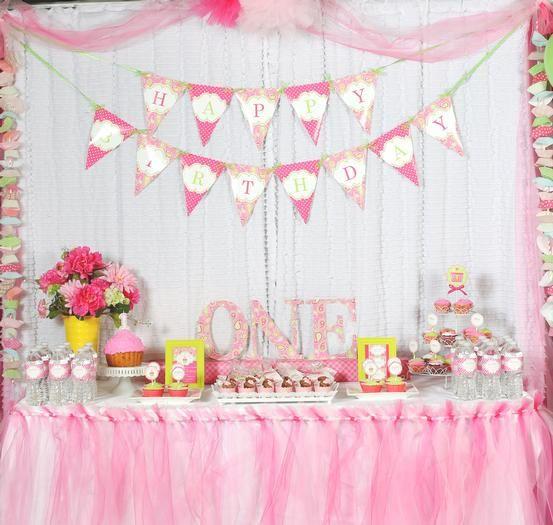 una mesa dulce y festiva para un primer cumpleaos a sweet and festive table for