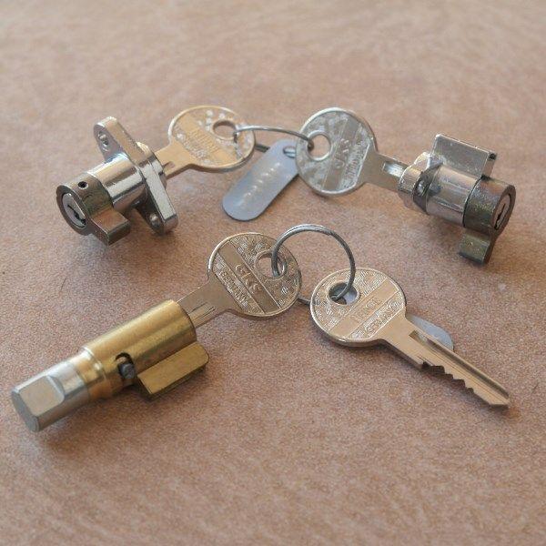 Conjunto cerradura de direccion y de caja de herramientas NSU Max