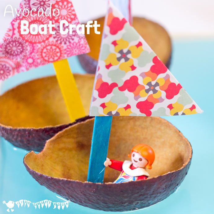 Kids can have fun with this cute avocado boat craft. Perfect for imaginative play where small world play figures can sail around the wading…