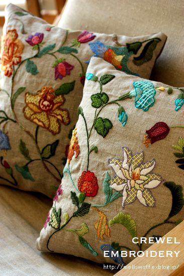久し振りの手作りの記事。 最近、ずっと取り掛かってた刺繍のクッションがやっとこ完成しました♪クルーエル刺繍の2種類図案違いのクッションです。生地は...