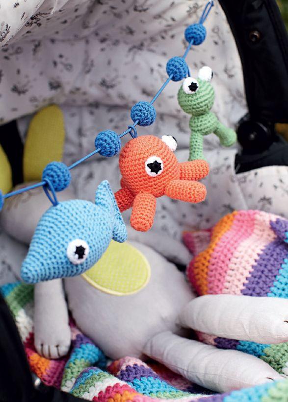 Skøn barnevognskæde i Kreativ Strik 1- 2012 // Find den her : http://www.e-pages.dk/kreativstrikfree/16/44/?query=baby