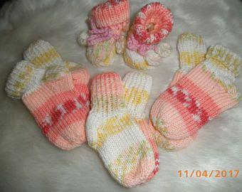 Für kleine  Mädchen,Stiefelchen für Neugeborene und Söckchen in rosa im Farbverlauf, Fußlänge 7cm, 8cm, 10cm, Babywolle Polyacryl, 30 Grad waschbar
