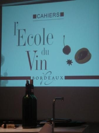 2- or 3-day intensive beginner wine school in Bordeaux. Dinner in château, cooking, pairing and learning the basics about wine. #bucketlist
