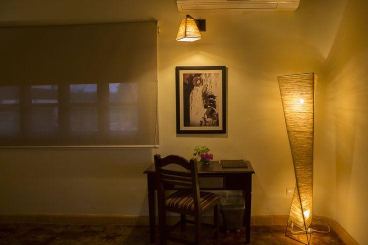 Room Desk / Escritorio en habitación