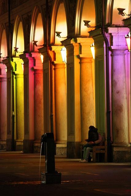 I famosi portici di Torino hanno un ruolo importante in Segreti di una Borsa. The famous arcades in Turin are quite important in Secrets of a Handbag.
