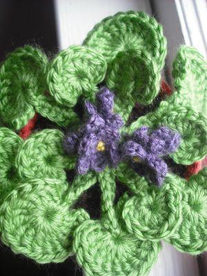 Viola sedia Crochet: The Flower Pot Series No. 03: African Violet